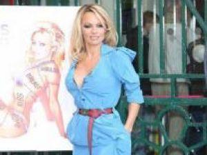 Pamela Anderson le cere evreilor ultraortodocşi să renunţe la ornamentele din blană naturală