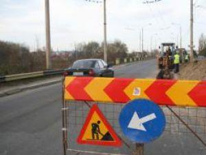 Traficul rutier de pe podul de la Iţcani va fi dirijat prin semafoare, pe o singură bandă