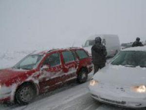 Şoferii nu vor fi obligaţi să echipeze maşinile cu anvelope de iarnă în acest sezon