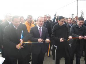 Gheorghe Flutur, Emil Boc şi Anca Boagiu au tăiat panglica inaugurală a DN 17
