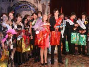Andreea Catargiu şi Cezar Covaşă – cei mai frumoşi boboci de la Colegiul Tehnic Rădăuţi