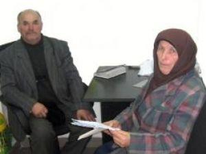 Cei doi bătrâni care s-au judecat cu preotul paroh Mihai Ursuleasa