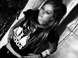 Divorţul cântăreţei Avril Lavigne de rockerul Deryck Whibley a fost finalizat