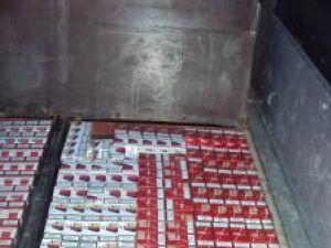 Transport ilegal de ţigări de aproape 18.000 de pachete, ţigări destinate pieţelor din Ardeal