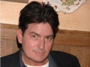 Charlie Sheen a dat în judecată o actriţă porno, pe care o acuză de şantaj