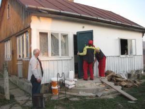 Umanitar: Baumax a ajutat o familie nevoiaşă din Dănila