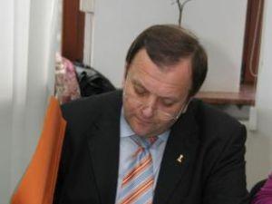 """Gheorghe Flutur: """"Îmi doresc ca până la 1 ianuarie 2011 să avem semnat parteneriatul dintre Consiliul Judeţean şi UMF"""""""