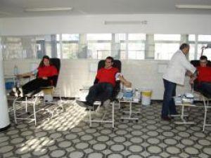 """La campania """"Donez sânge – salvez"""" au participat 15 membri ai Organizaţiei de Tineret a UNPR Suceava"""