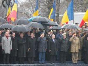 Emil Boc a fost cel care a primit onorul în absenţa şefului statului. Foto: CAPP