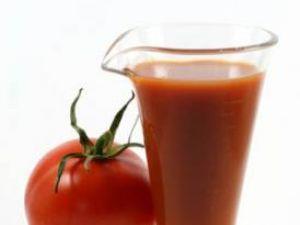 Sucul de roşii, benefic pentru sănătatea oaselor