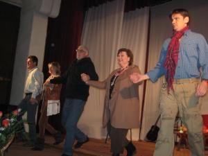 Actorii, împreună cu regizorul Mircea Anca