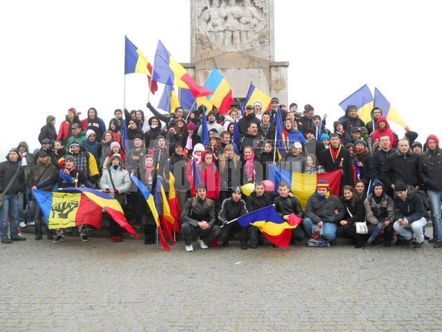 Grupuri de tineri din toată ţara s-au adunat la Alba Iulia de la prima oră a dimineţii de 1 decembrie