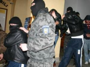 Arestaţi pentru trafic de ţigări din lotul Davidean