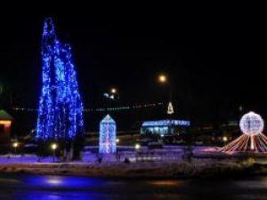 Start: La Fălticeni s-au aprins luminile de sărbători
