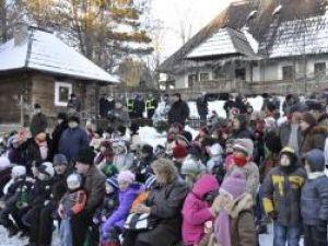 Sărbători de iarnă: Crăciunul în Bucovina a început cu darurile lui Moş Nicolae pentru copii