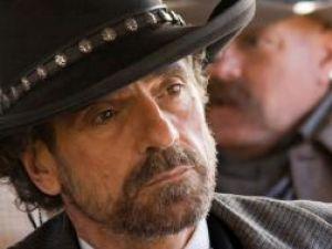 Jeremy Irons, în rolul unui sexolog, în serialul TV