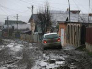 Locuitorii străzii Viitorului se chinuiesc zilnic să răzbată prin noroaiele care le-au acaparat strada