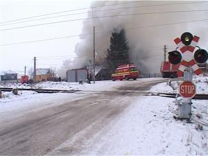 Intervenţie dificilă: Pompierii au salvat trei animale dintr-o şură în flăcări