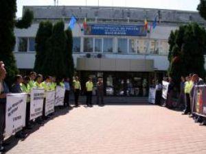 Poliţiştii au protestat în vara acestui an împotriva deciziei Guvernului Boc de a le diminua cu 25%  salariile şi de a le tăia 25% din sporuri