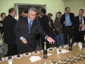 Final de an: Ultima şedinţă de Consiliu Local, încheiată cu şampanie şi tort