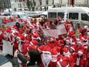Paradă: Sute de Moşi Crăciun vor invada, marţi, străzile din Suceava