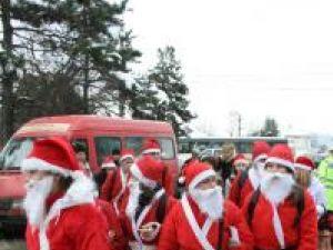 """Paradă: Sute de Moşi Crăciun vor """"invada"""" marţi străzile din Suceava"""