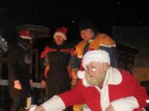 Ion Lungu i-a colindat pe sucevenii veniţi la inaugurarea Orăşelului Copiilor