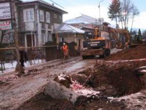 """Una dintre cele mai """"chinuite"""" străzi din Suceava, Alexandru cel Bun, intră de astăzi în reparaţii"""