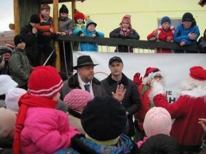 Un nou spaţiu de joacă a fost inaugurat ieri în cartierul Obor din Rădăuţi