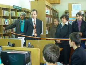 Moment de la inaugurarea serviciului de acces gratuit Internet de la Filiala Burdujeni a Bibliotecii Bucovinei I.G. Sbiera