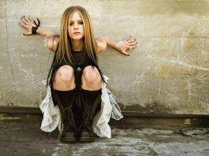 Avril Lavigne îşi va lansa noul album pe 8 martie 2011
