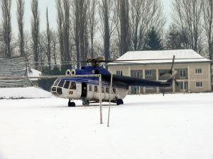 """Pacientul a fost preluat de pe Stadionul """"Nada Florilor"""" de un elicopter militar al Unităţii Speciale de Aviaţie Iaşi"""