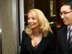 Victor şi Daciana Ponta petrec Crăciunul în familie, la Cornu