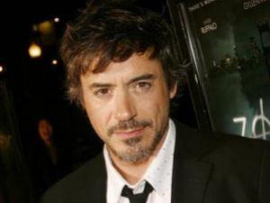 Robert Downey Jr i-a dăruit prietenului său Jamie Foxx o maşină vintage