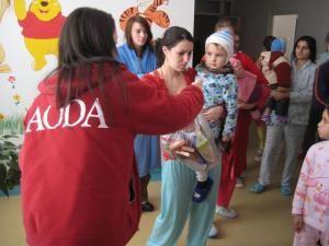 Cadouri din partea AODA pentru copiii de la Spitalul Judeţean Suceava