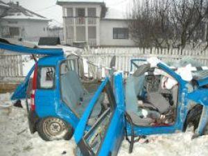 Ce a mai rămas din maşina în care se aflau cei patru