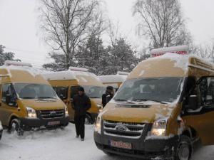 Ministerul Educaţiei a repartizat judeţului Suceava şase microbuze destinate transportului elevilor la şcoală