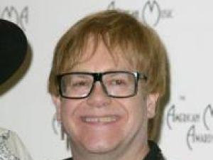 Elton John a devenit tătic