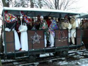 Parada măştilor şi tradiţiilor de Anul Nou, la Gura Humorului