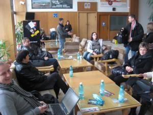 Zeci de persoane au aşteptat ore întregi să zboare din Suceava spre Bucureşti