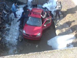 Norocul celor cinci femei a fost că maşina nu a căzut pe cupolă