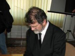 Mihai Pânzaru PIM oferind autografe