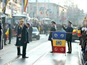 Şeful statului a fost huiduit puternic şi fluierat de mulţime şi în momentul în care i-a fost prezentat onorul. Foto: Sorin LUPŞA