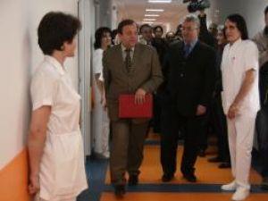 Lucrările de la secţia Urologie, recepţionate ieri, în prezenţa preşedintelui CJ Gheorghe Flutur  şi a primarului Ion Lungu