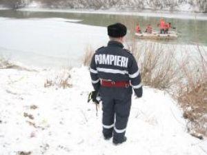 După trei zile de căutări, pompierii au reuşit să găsească trupul neînsufleţit al minorului