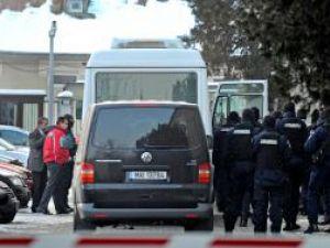 Vameşii şi poliţiştii de frontieră de la PTF Siret, aduşi la audieri la DNA Foto: MEDIAFAX