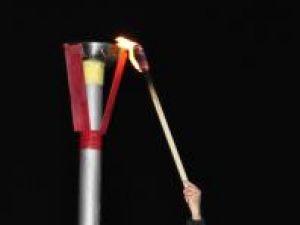 Aprinderea flăcării olimpice de la baza pârtiei