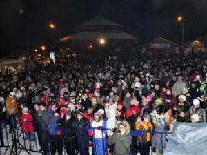Sâmbătă seară, pârtia Parc din Vatra Dornei a fost plină de tineri veniţi să sărbătorească în avans Ziua Îndrăgostiţilor