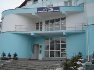 Parchetul Vatra Dorneise află în aceeaşi clădire cu Poliţia
