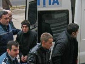 Dragoş Andrei Pilug, Samuel Andronic, şi Mirel Alexandru Mezdrea, acuzaţi că făceau trafic cu droguri